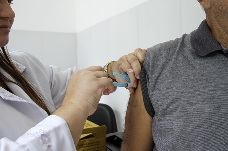 Vacina-contra-gripe-Miva_Filho.jpg