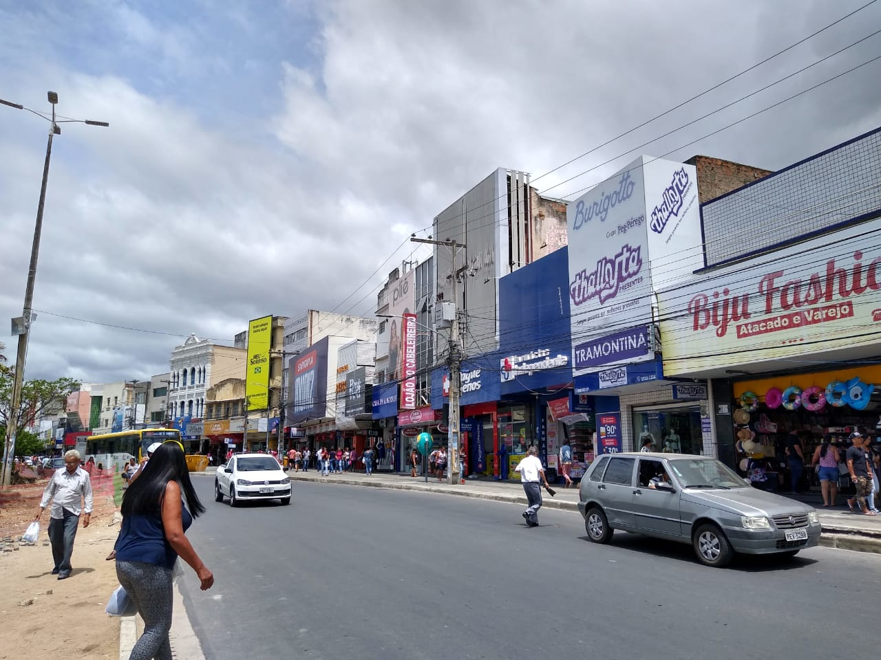 Governador Paulo Câmara mantém comércio fechado até 17 de abril