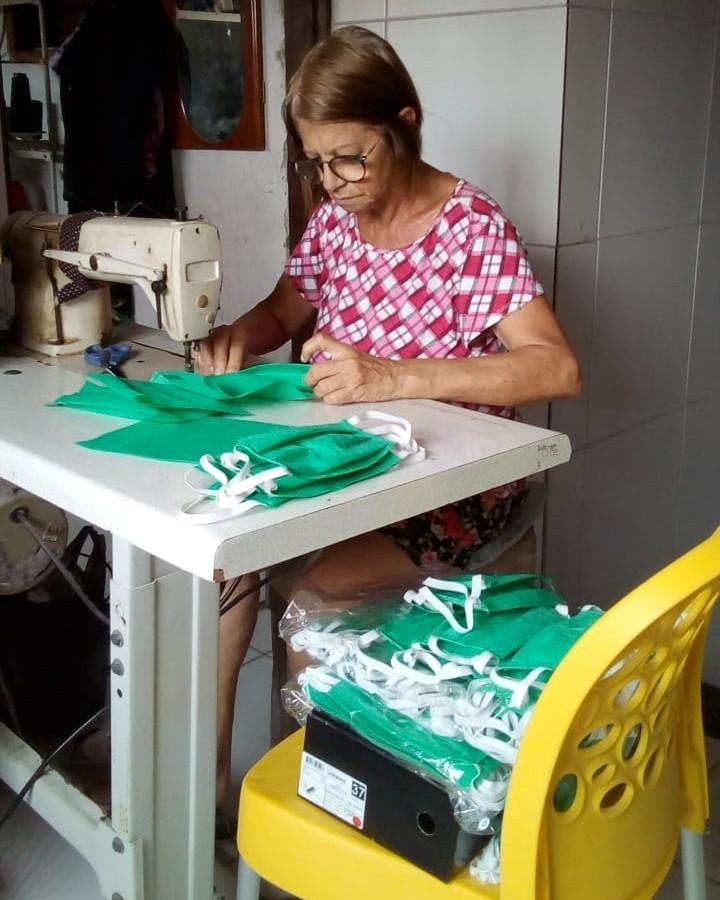 Máscaras são produzidas em espaço profissionalizante da Funase em Caruaru