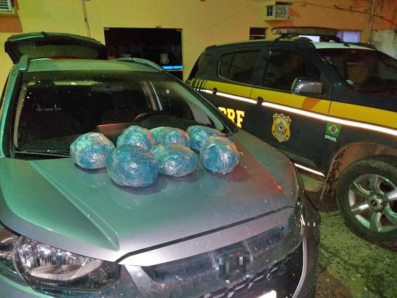 PRF apreende 7 quilos de maconha em fundo falso de carro roubado em São Caetano