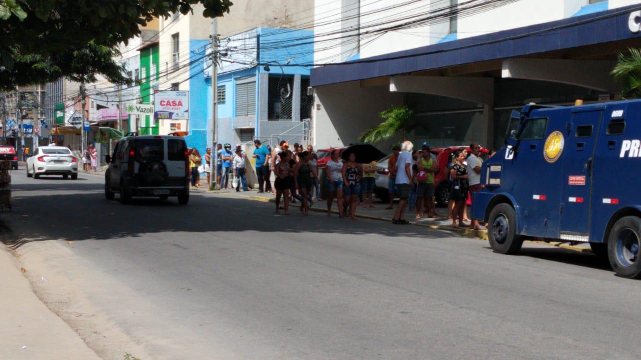 Bancos e Lotéricas seguem com grande movimento em Caruaru apesar de quarentena
